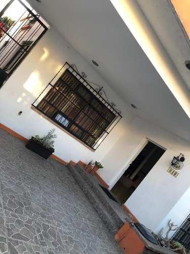Casa Muy Centrica Y Amplia En Venta!!!