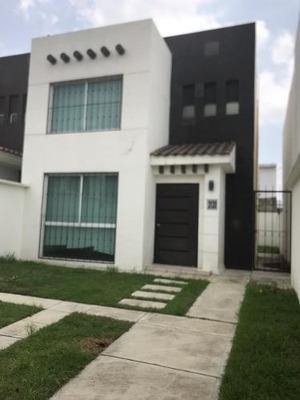 Casa En Renta En Fraccionamiento Bonanza En Metepec