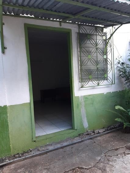 Alquilo Habitación En La Calle Aragua