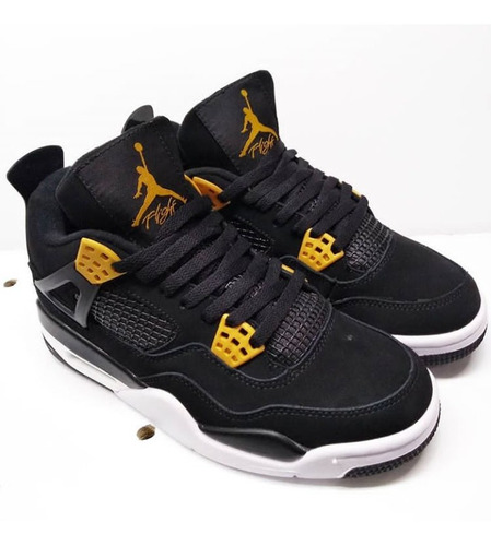 jordan 4 negro con dorado
