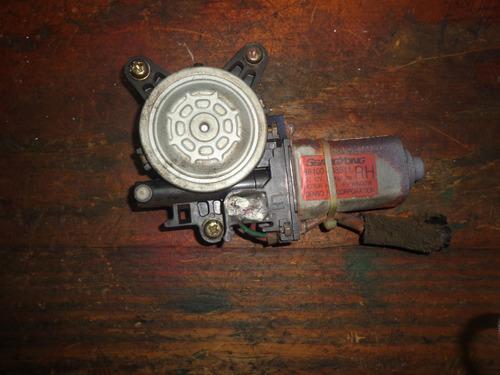 Imagen 1 de 2 de Vendo Motor De Regulador De Ventana Trasero Derecho Rexton
