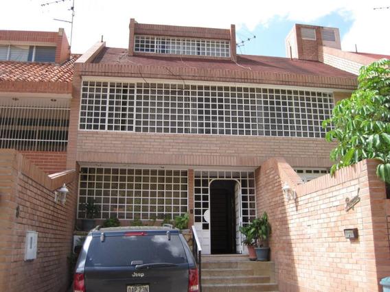 4 Townhouse En Venta 18-553 La Alameda