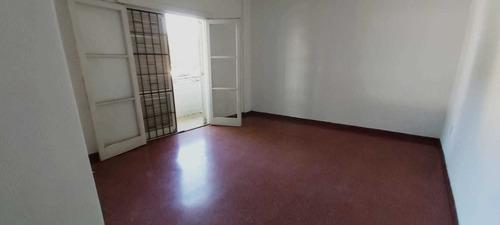 Alquiler Apto La Blanqueada  1 Dorm., 2 Balcones, Amplio