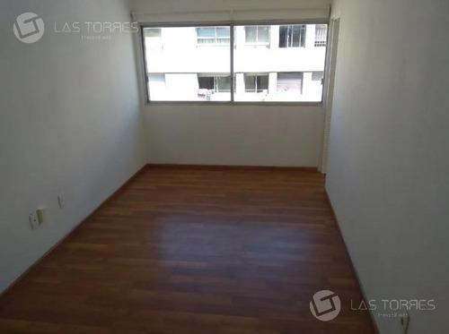 Apartamento - Centro A Pasos De Fac Derecho, Gc: Aprox 3500$