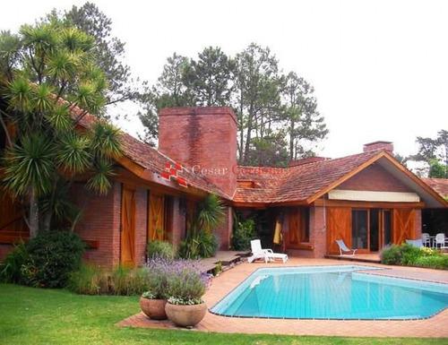 Casa En Golf, 4 Dormitorios *- Ref: 1064