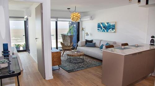 Apto De 1 Dormitorio  Con Terraza Sobre Rambla
