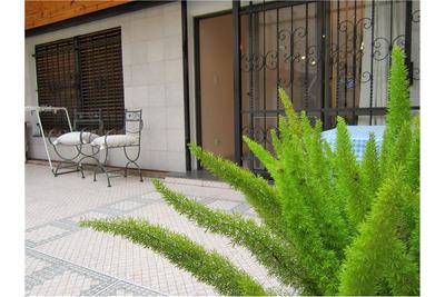 Venta Casa De 3 Plantas Con Garaje, 5 Dormitorios.