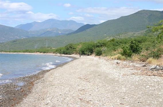 Venta De Terreno De 2.4 Mm M2 Con Playa- Bahía De Ocoa-azua