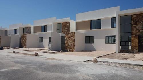 Casa En Venta En Merida, Piscina Y Entrega Inmediata, En Privada Residencial