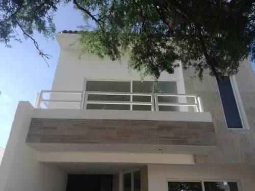 Preciosa Casa En Pedregal De Schoenstatt, 3 Recámaras, Alberca, 2.5 Baños, Lujo!