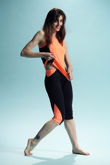 Musculosa Lycra Naranja Fluo Con Recortes En Negro