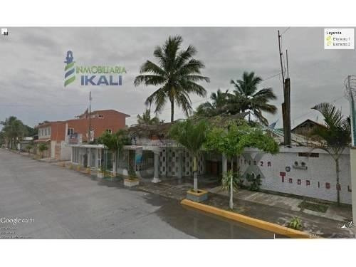 Local Comercial Renta 1600 M² Cerca Playa Tuxpan Veracruz, Sobre El Bulevar A La Barra Norte, Cuenta Con 2 Palapas, Dos Áreas Cerradas Y Techadas, Sombrillas Gigantes De Lona Frente Al Río, Con Una V