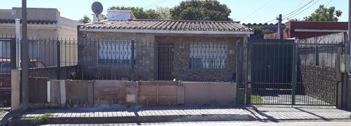 Casa, Taller Y Vivienda.