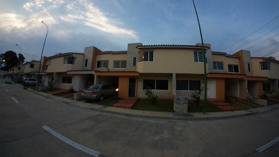Casa En Venta Av Ribereña Cabudare 21-4142 A&y