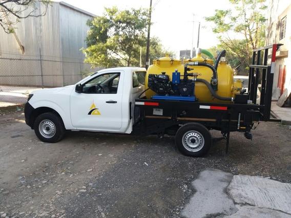 Nissan Np300 Con Tanque De 1000 Lts Y Bomba Para Desazolve