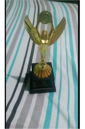 Trofeu De Plastico Para Comemoraçoes Esportivas De Futebol E