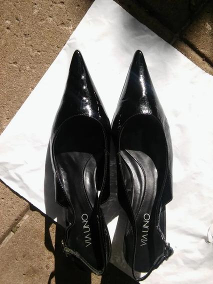 Zapato De Charol En Punta Via Uno A La Moda Y En Oferta!!!!