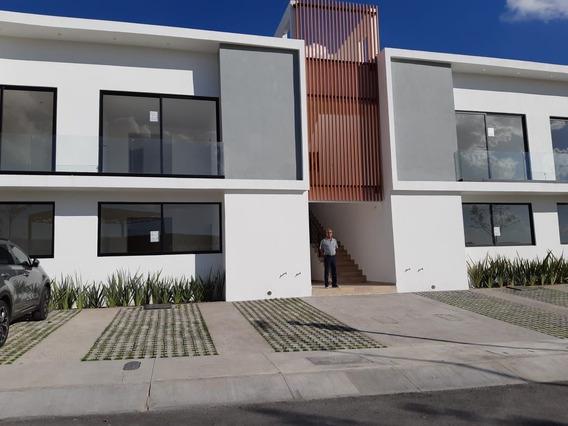 Casa Nueva En Renta En El Condado Con Amplio Jardín