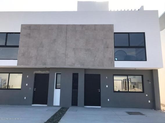 Casa En Venta En Zakia, El Marques, Rah-mx-20-12