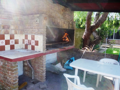 Casa Padrón Único 2 Dormitorios Garaje Fondo Con Parrillero