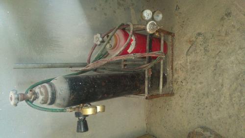 Imagem 1 de 2 de Cilindro De Oxigênio E A Acétilenio