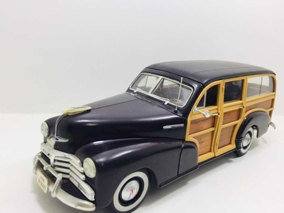 Miniatura Chevrolet Fleetmaster Woody 1948 Maisto 1/18