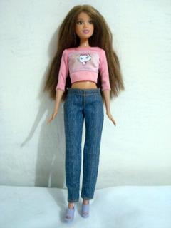 Kit De 8 Barbies Variadas Con Ropa Y Zapatos