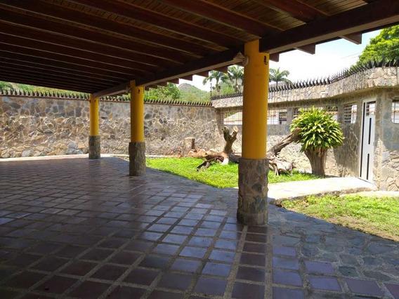 Casa De 370m2 En Barrio Sucre Ii En Maracay