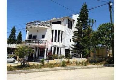 Casa En Venta En Playas De Rosarito Ubicada En Fraccionamiento La Mina.