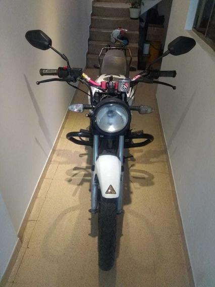 Moto Akt 125 Blanca, Único Dueño