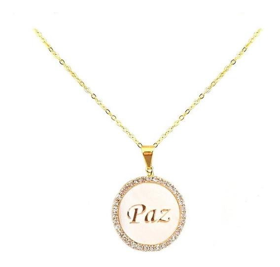 Gargantilha Medalha Branca Strass Escrito Paz Banhado A Ouro