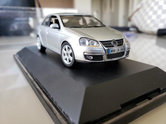 Miniatura Vw Jetta Mk5 Prata Schuco