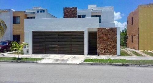 Hermosa Casa En Fraccionamiento Los Héroes Merida.