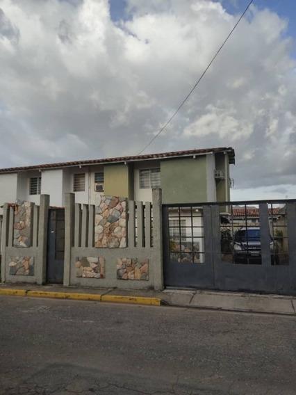 Tonwhouse En Venta Ubicada En Terrazas De Paramacay Lili
