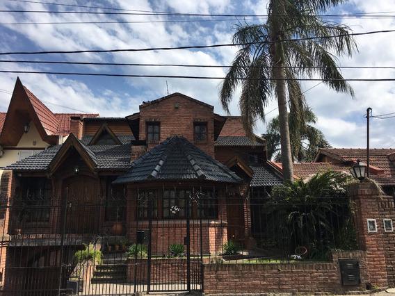 Casa Tipo Chale , Aberturas De Madera Y Vidrio Repartido