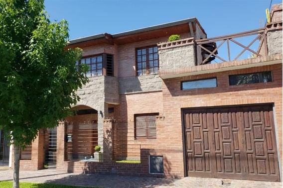 Chalet En Venta En Villa Luzuriaga
