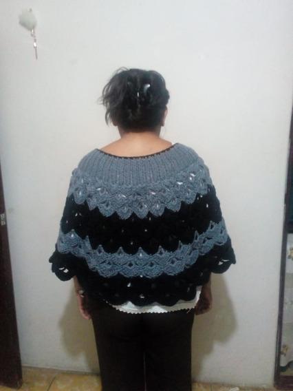 Capa Gris Con Negro Para Dama Tejido A Croche