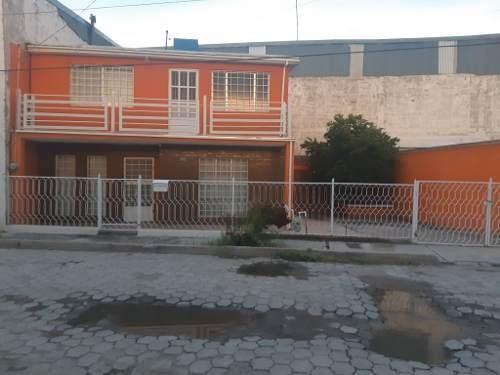 Casa En Excelente Ubicación, Muy Céntrica, Espacios Muy Amplios, Calle Semiprivada.