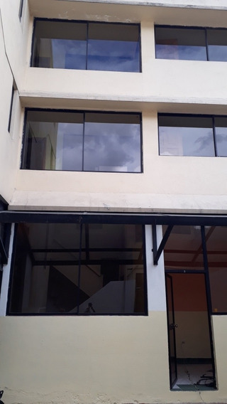 Alquiler De Edificio, 3 Pisos Con Terrza.