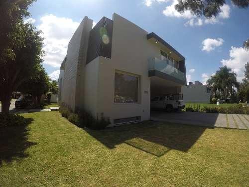 Renta De Hermosa Residencia En Valle Real