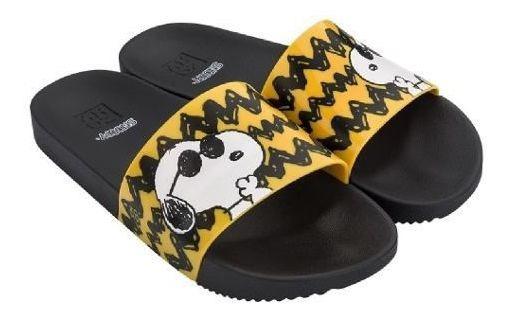 Chinelo Da Zaxy Sandália Slide Feminino Adulto Estampa Personagem Snoopy Charlie Brown Solado Confortável Cores Promoção