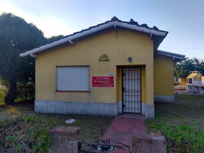 Chalet - Casa Atras Y Galpon, Fondo Amplio, Zona Residencial