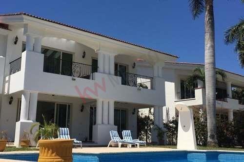 Paradise Village Golf Casa En Venta El Tigre