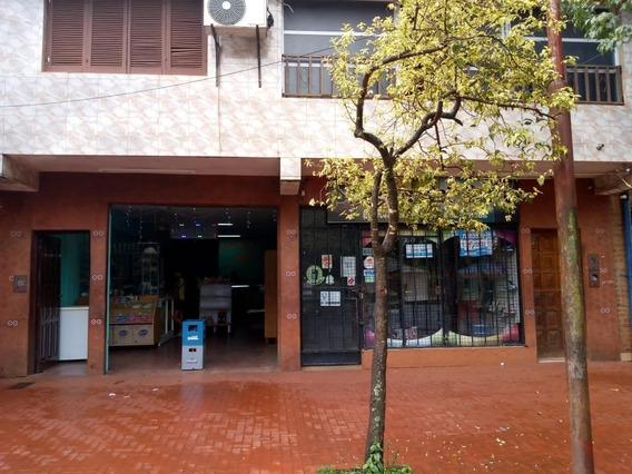 Vendo Casa Con Locales Ref.#345356 - Pah