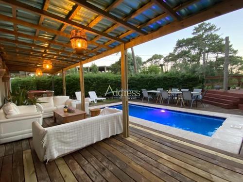 Casa Con Piscina Y Parrillero En Alquiler- Ref: 2991
