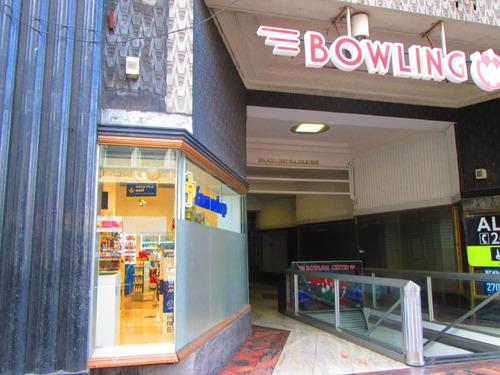 Local Comercial Centro, Con Gran Vidriera Hacia 18 De Julio
