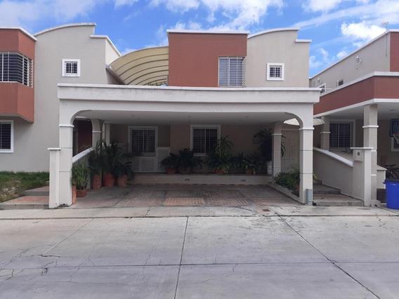 Rentahouselara Ds Vende Town House En El Este 20- 21054