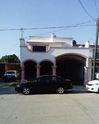 Casa En Venta En Fraccionamiento Jardines Del Valle !!!