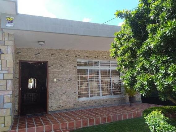 Casa En Venta En Santa Elena Barquisimeto 20-175 Nd