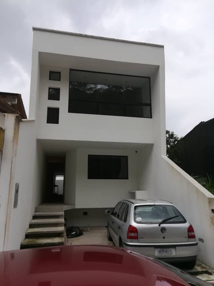 Casa En Obra Gris Colinas De Pirineos